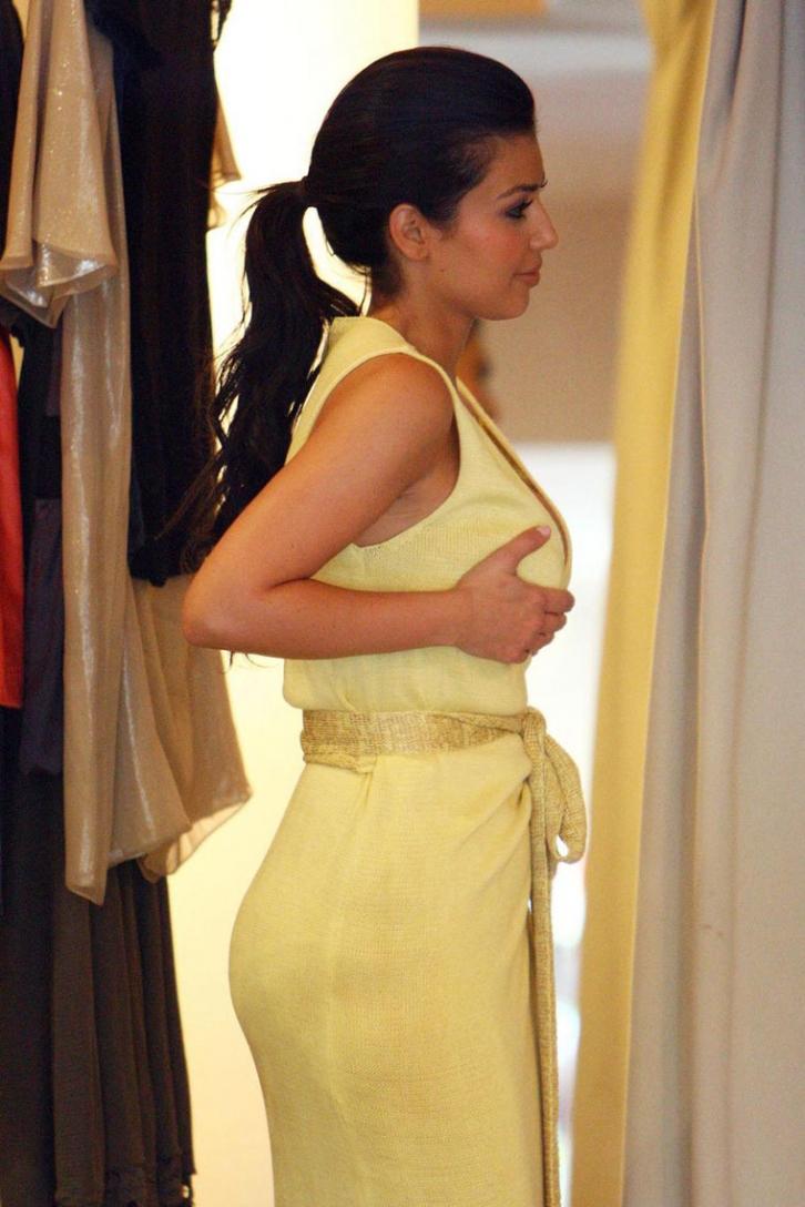 欧美街拍  Kim Kardashian服装店试衣照[15P] 街拍第一站全网原创独发!