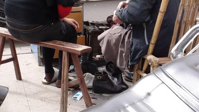 修 鞋 擦 鞋  cctvb出品 修鞋摊的诱惑之 SHU FU  黑 丝 1(94.5M) 街拍第一站全网原创独发!