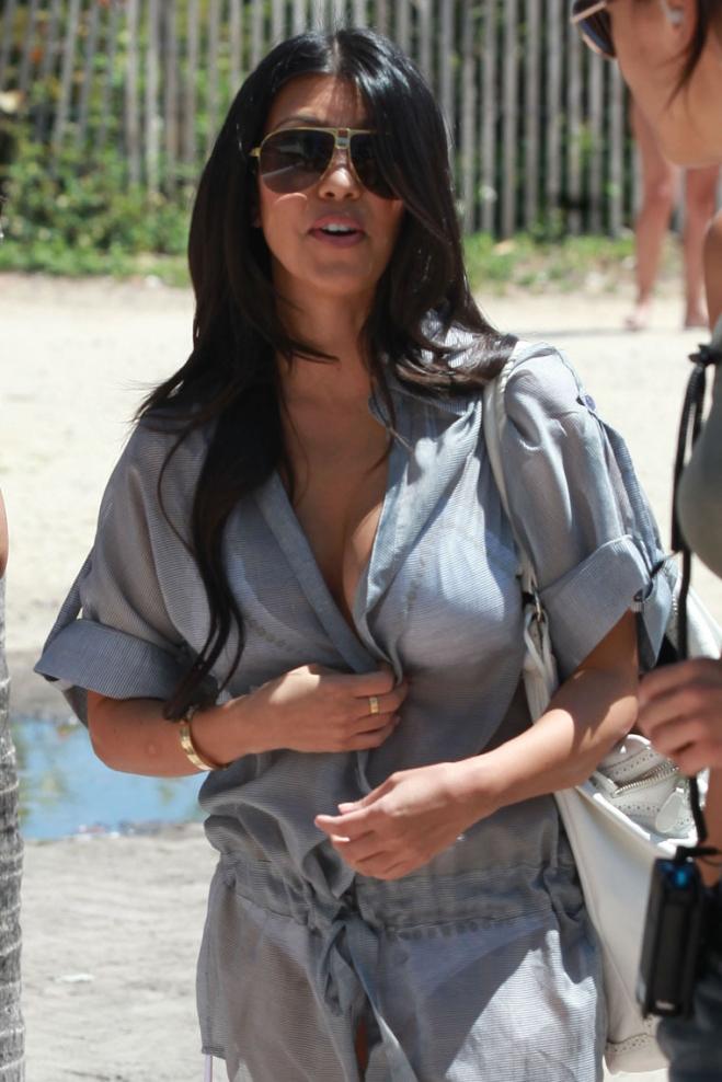 欧美街拍  Kim Kardashian比基尼[12P] 街拍第一站全网原创独发!