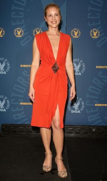 欧美街拍  成熟 的maria bello红裙金属凉鞋【10p】 街拍第一站全网原创独发!