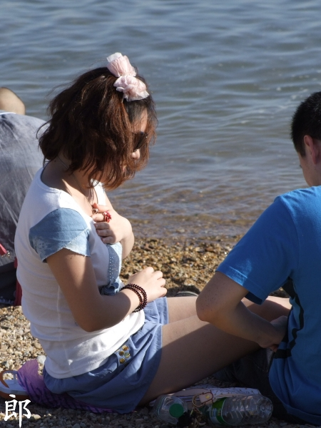 事业线型  【郎】坐在海边的 肉 丝 蝴蝶结MM捂XIONG 做什么?原来XIONG 里被塞满沙子+丰腴 少 妇 【8P】 街拍第一站全网原创独发!