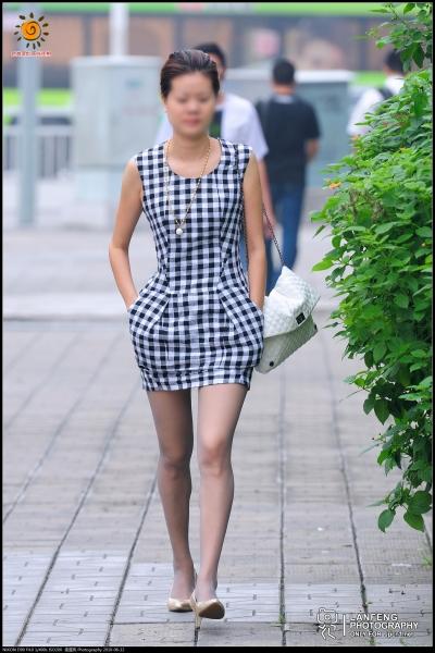 蓝风街拍  【蓝风517】黑白方格纹连衣 短裙,超薄丝,金色 高跟(7P) 街拍第一站全网原创独发!