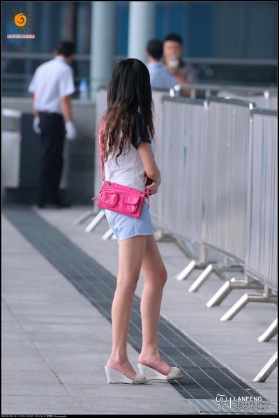 蓝风街拍  【蓝风524】蓝色 热裤,长 裸腿,凉拖(6P) 街拍第一站全网原创独发!
