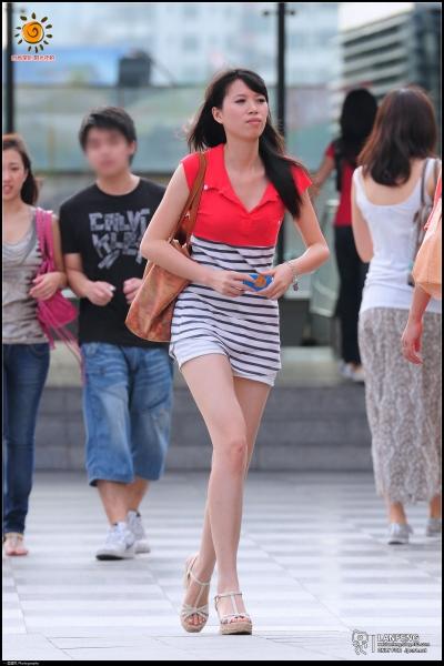 蓝风街拍  【蓝风530】低V领无袖长T恤,热裤长裸腿,厚底凉鞋(10P) 街拍第一站全网原创独发!