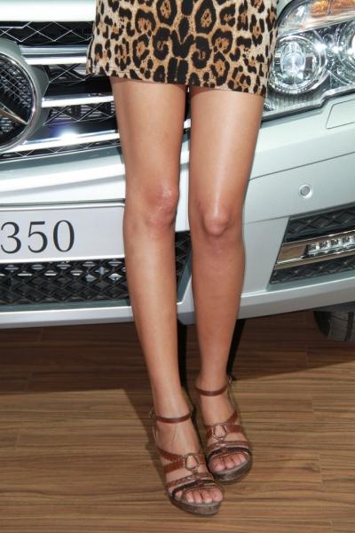 豹 纹 美 女  接着发我上次的车模-豹纹妹妹[8p] 街拍第一站全网原创独发!
