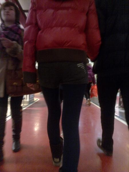 街 拍 棉 袜  【小M】 系列之深蓝色紧身棉袜包TUN 超短裤美腿女孩(8P) 街拍第一站全网原创独发!