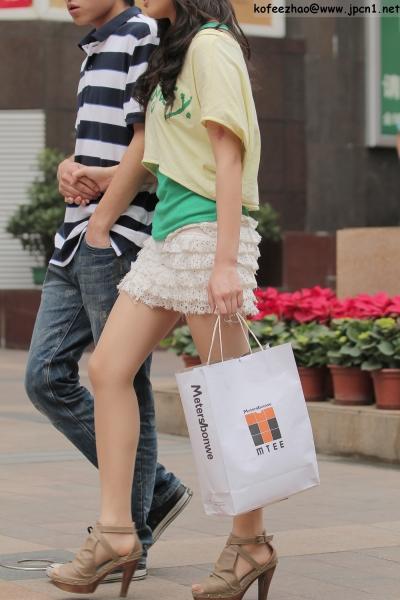 kofeezhao街拍  kofeezhao-绿背心 白短裙  肉 丝 [6P] 街拍第一站全网原创独发!