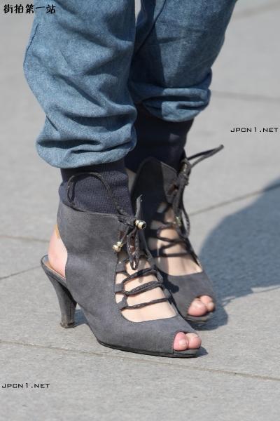 皮 裤 长 靴  限时高清-6-灰高跟鱼嘴+平底鞋 黑 丝 +细高跟漆皮裤21:00-17P 街拍第一站全网原创独发!