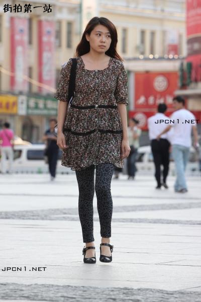 豹 纹 美 女  碎花连衣裙,豹纹裤-A-10P 街拍第一站全网原创独发!