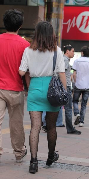 kofeezhao街拍  kofeezhao-白衬衫 绿色封腰短裙带  黑 丝 [12P] 街拍第一站全网原创独发!
