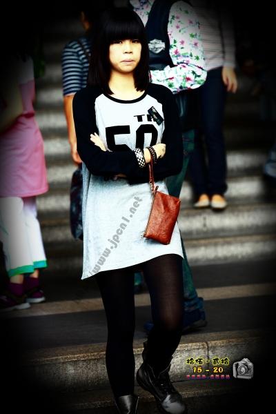 香港街拍  【1520系列 - 第二百五十一辑】 長T-SHIRT黑絲 ..... (7P) 街拍第一站全网原创独发!
