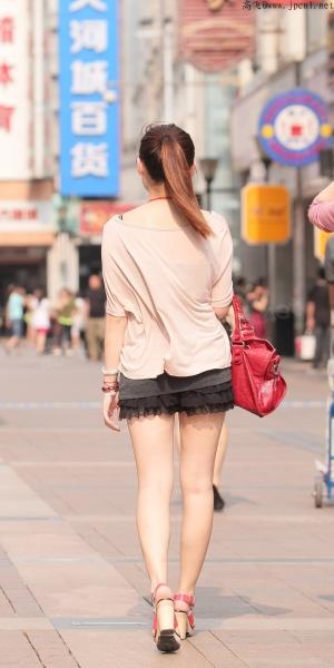 kofeezhao街拍  kofeezhao-玉色宽松外衣 黑色连身裙 红高跟[12P] 街拍第一站全网原创独发!