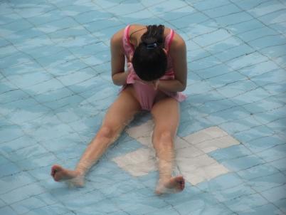 泳 装 美 女  【女大 学 生  】泳池随手拍摄(2)【20P】 街拍第一站全网原创独发!