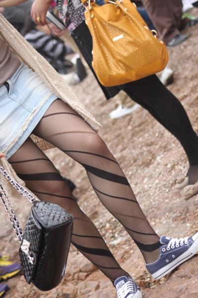 平底帆布  海边随拍的各种 丝 袜 高跟,布鞋,平底鞋…美腿   10P 街拍第一站全网原创独发!