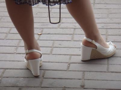 个 性 坡 跟   丝 袜 坡跟 少 妇 带你欣赏穿脱鞋【15P】 街拍第一站全网原创独发!