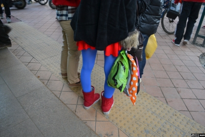 彩 丝 美 女  【铁皮哥】蓝丝红色超短裙美眉上楼梯,精彩大家懂的!(中)【21P】 街拍第一站全网原创独发!