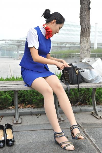 空 姐 风 采  [龙翔2012新作]超优雅的美丽空姐的美腿美脚特写图三十一张热烈放送!(31P) 街拍第一站全网原创独发!