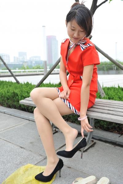 空 姐 风 采  [龙翔2012新作]红衣肉色 丝 袜 准空姐换鞋过程连拍!重点在 挑鞋!(21P) 街拍第一站全网原创独发!