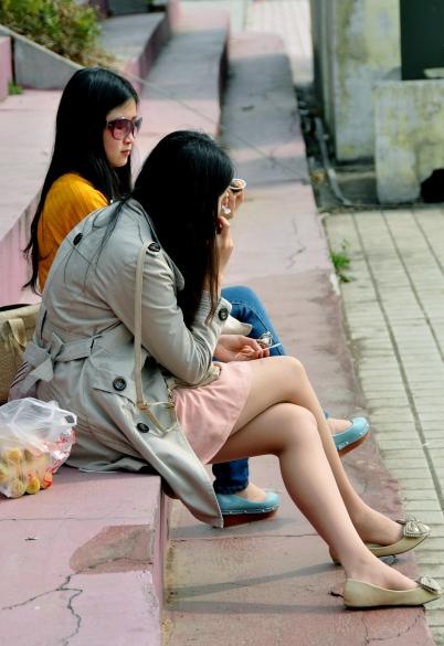 经典作品集  【 妹 子 的长袜 肉 丝 养眼,脫鞋晾丝撩人】回复见脸20 P 街拍第一站全网原创独发!