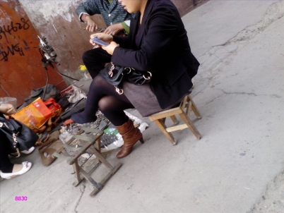 修 鞋 擦 鞋  修鞋摊之 黑 丝  SHU FU --上[12P] 街拍第一站全网原创独发!