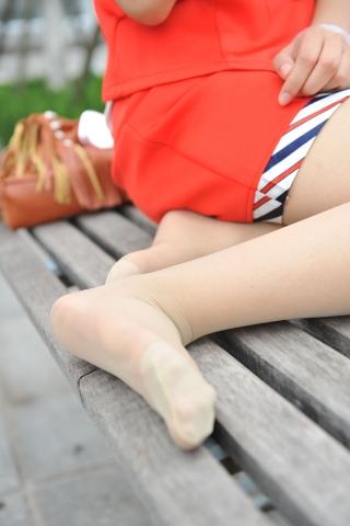 空 姐 风 采  [龙翔九天2012新作]红色空姐CJ的肉色 丝 袜 美腿你还满意不!(12P) 街拍第一站全网原创独发!