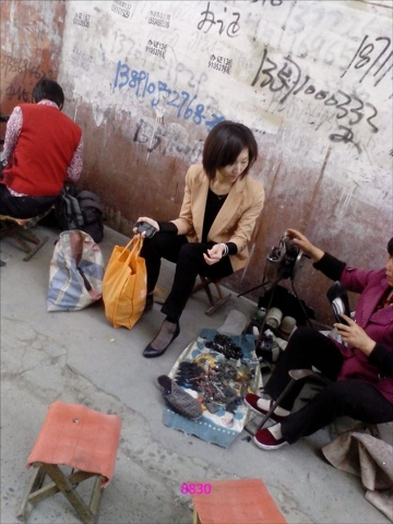 修 鞋 擦 鞋  修鞋的 黑 丝   SHU NV [6P] 街拍第一站全网原创独发!