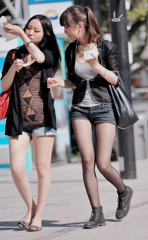 antenna街拍  【antenna】夏の 之 黑 丝 热裤短靴马尾和 肉 丝 平底鞋女伴 7p 街拍第一站全网原创独发!