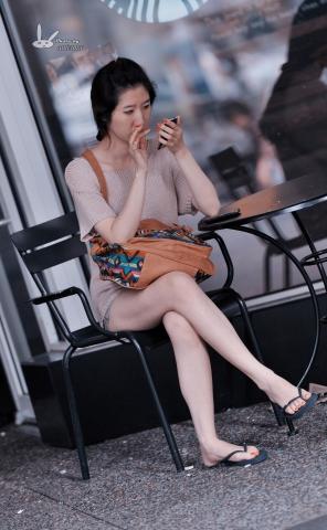 antenna街拍  【antenna】夏の 之热裤玉腿人字拖玩手 机女生 7P 街拍第一站全网原创独发!