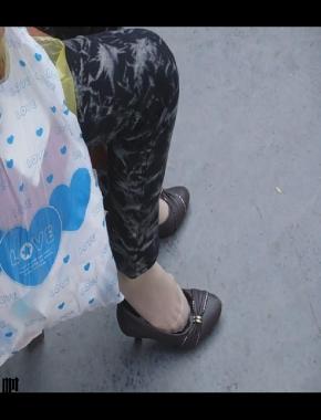 美 腿 视频  cctvb出品 脱鞋晾脚! 街拍第一站全网原创独发!