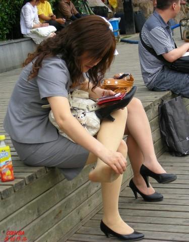 丝 袜 美 足  【COHIBA原创作品】 肉 丝   SHU NV 经理整理 丝 袜 兼 挑鞋【15P】 街拍第一站全网原创独发!