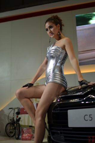 女大学生街拍  2013-004 雪铁龙C5车模 【17P】 街拍第一站全网原创独发!