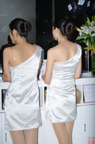 女大学生街拍  2013-008 车展丝腿 【13P】 街拍第一站全网原创独发!