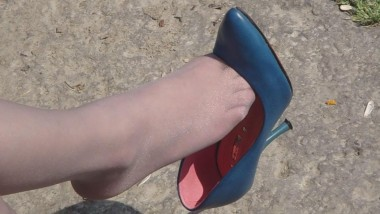 丝 袜 挑 鞋 视频  cctvb出品 十集特写奉献:灰丝兰船高MM坐姿,有玩鞋、 挑鞋、晾 丝 足 !6 街拍第一站全网原创独发!