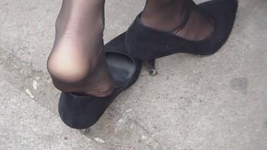 丝 袜 挑 鞋 视频  cctvb出品 超级极品 黑 丝 尖高美腿特写之九!脱鞋一点点 街拍第一站全网原创独发!