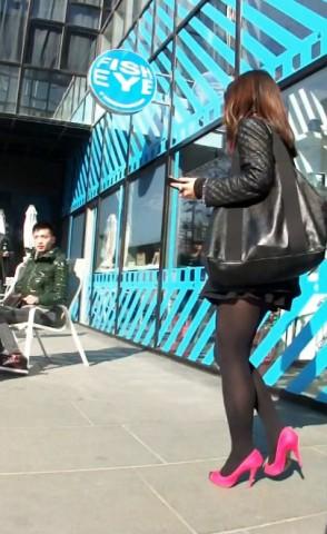短 裙 视频  超短迷你裙 黑 丝 粉高跟美 少 妇 街拍第一站全网原创独发!