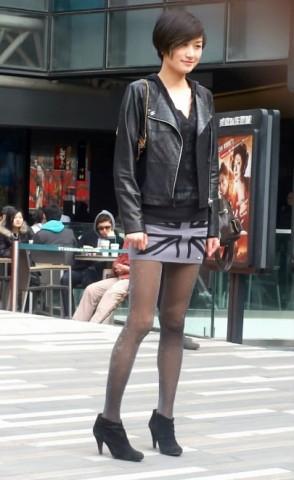 美 女 视频  短发MM的短裙灰丝 街拍第一站全网原创独发!