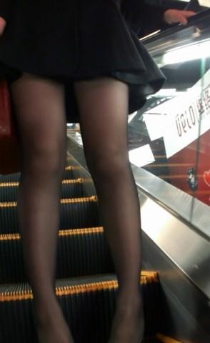 丝 袜 视频  跟着 黑 丝  美 女 一起去逛街 街拍第一站全网原创独发!