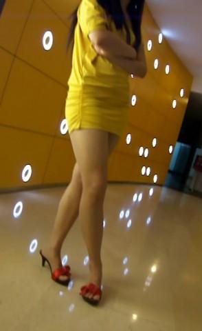 短 裙 视频  黄色超短裙大腿好 . 街拍第一站全网原创独发!