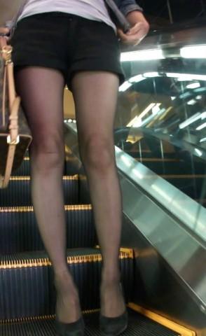 丝 袜 视频   少 妇  黑 丝 美腿高跟诱惑 街拍第一站全网原创独发!