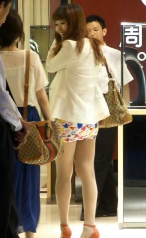 短 裙 视频  丰满肥TUN 超短裙,看的我流口水 街拍第一站全网原创独发!