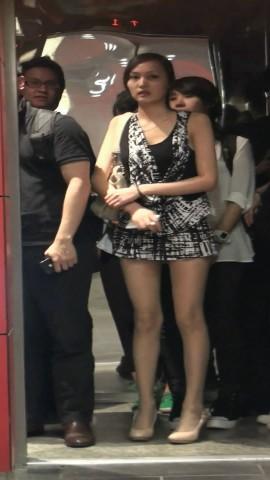 美 腿 视频  超短裙美腿MM 街拍第一站全网原创独发!
