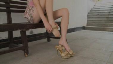 丝 足 视频  穿 肉 丝 ,脱穿凉鞋,展示美脚 街拍第一站全网原创独发!