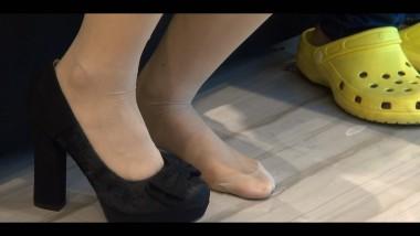 丝 足 视频  小 美 女 的长 肉 丝 ,几乎玩遍试鞋所有的花样 街拍第一站全网原创独发!