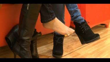 丝 足 视频  原配短 肉 丝 和试鞋短 肉 丝 的对决 街拍第一站全网原创独发!