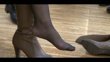 丝 足 视频  这双超薄 黑 丝 脚, 无敌了 街拍第一站全网原创独发!