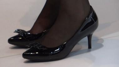 高 跟 视频  2012深港澳阿车展斯顿马丁售车小姐的黑色特写镜头多超正点 街拍第一站全网原创独发!