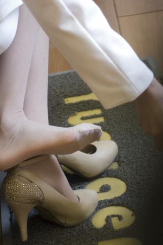 [权限要求: 月份VIP及以上]  参赛+summer_y+第6帖+漂亮 肉 丝 高跟试鞋+9P 街拍第一站全网原创独发!