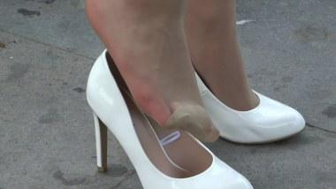 丝 袜 挑 鞋 视频  cctvb炎热夏季重磅出击:白色10cm细高薄 肉 丝 玩鞋大特写!! 街拍第一站全网原创独发!