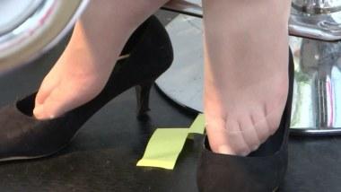 高 跟 视频  cctvb出品 前台小妹尖细高跟玩鞋露丝脚!!(451MB) 街拍第一站全网原创独发!