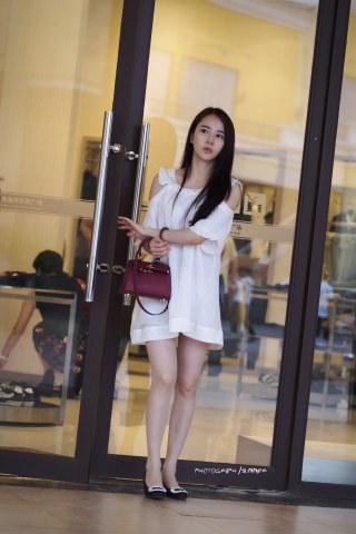 summer_y街拍  白衣超薄  肉 丝  美 女  8P 街拍第一站全网原创独发!